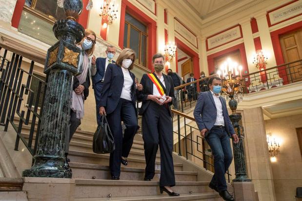 """Moureaux : """"A Molenbeek, une deuxième opinion publique s'est créée, hostile à la vaccination"""""""