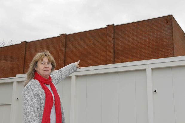 Niet gerenoveerde muren van Ichtegemse sporthal blijven afbrokkelen