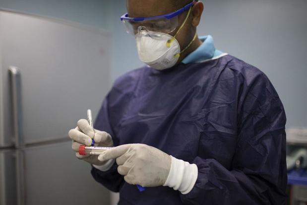 Les médecins face au Covid-19 : des héros quotidiens à leurs risques et périls
