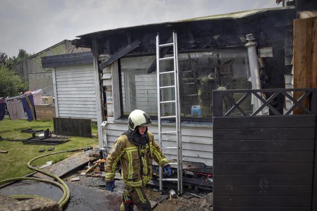 Bijgebouw volledig vernield door brand in Sint-Eloois-Vijve