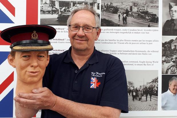 Freddy Jones restaureert wassen hoofden voor For Freedom Museum