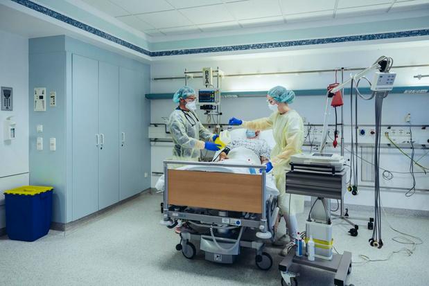 Les admissions à l'hôpital sont en hausse, un peu plus de 4 morts par jour, R0 à 1,115