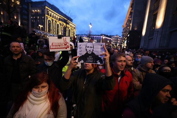 Navalny-aanhangers overal in Rusland de straat op, honderden arrestaties