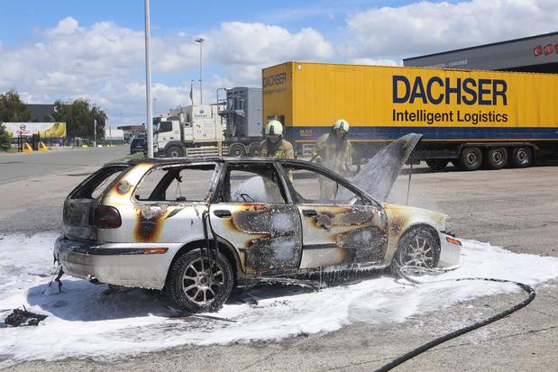 Man uit Waregem kan nog net ontsnappen uit brandende wagen