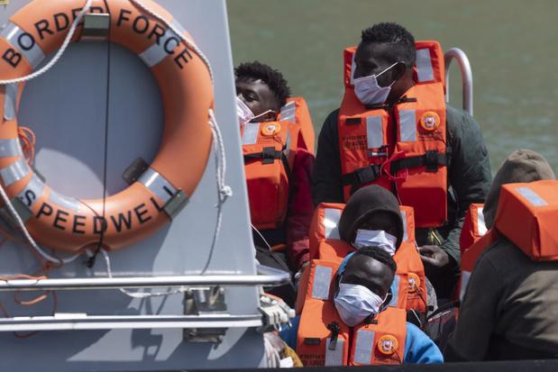 Recordaantal migranten steekt Kanaal over naar Verenigd Koninkrijk