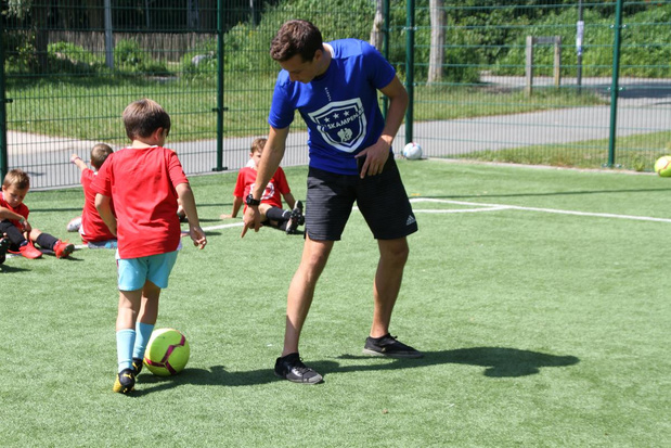 Wereldtoppers leren kinderen pannavoetbal in Oostende