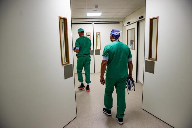 Corona houdt lelijk huis in AZ Delta: 4 overlijdens en 11 extra ziekenhuisopnames in één dag tijd