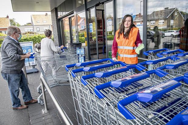 """Mondmaskers niet verplicht in supermarkt: """"Nochtans honderden bubbels aan de kassa"""""""