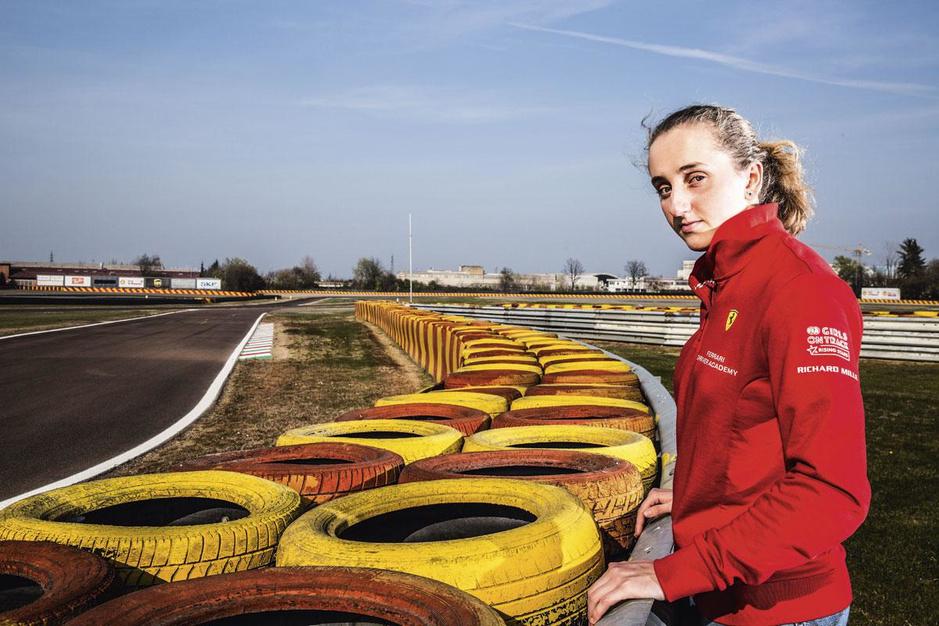 Wordt Maya Weug de eerste vrouw in formule 1 sinds 1976? 'Ik kan zó genieten van de perfecte bocht'