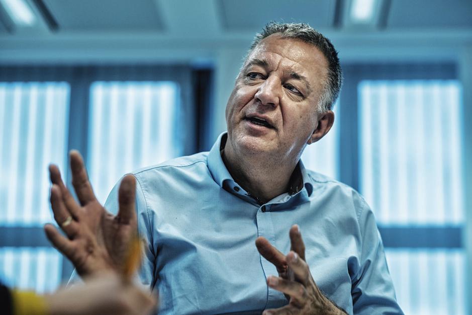 Luc Van Gorp (CM) steunt Vandenbroucke (SP.A): 'Sommige artsen verdienen exuberant veel'