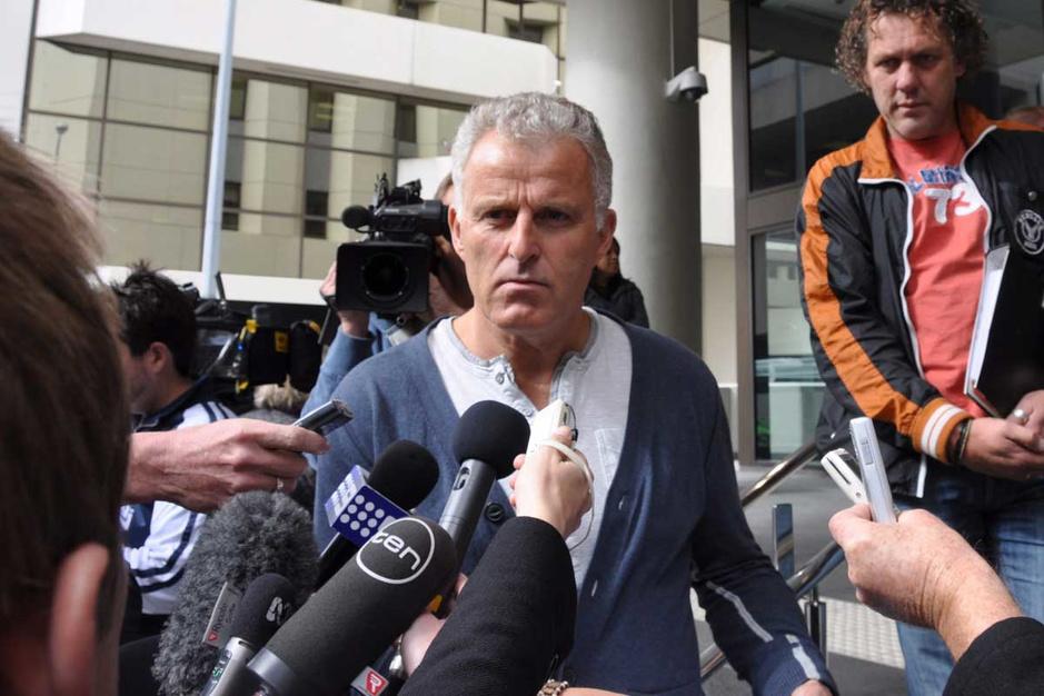 Aanslag op misdaadjournalist Peter R. de Vries: twee verdachten voorgeleid, derde vrijgelaten