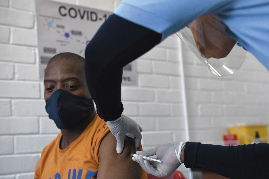 Vaccinatie in arme landen dreigt op lange baan terecht te komen