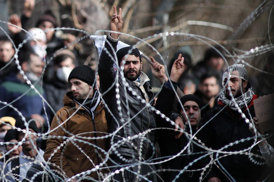 Traangas, bussen en corona: hoe Erdogan vluchtelingen inzet als geopolitiek pressiemiddel