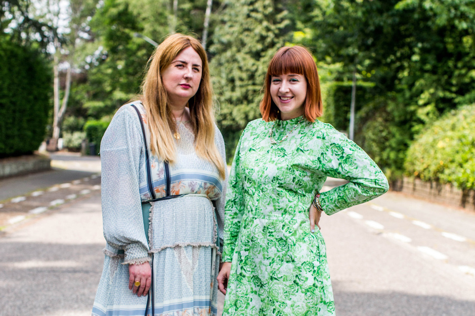 Moderedactrices schrijven boek over hoe je het (niet) maakt in de mode: 'Jaloezie staat niemand'