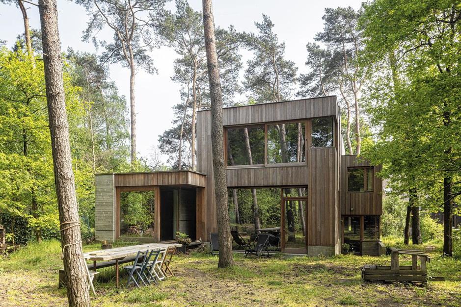 Visite d'une maison brute et raffinée, dans les bois, en pleine Campine
