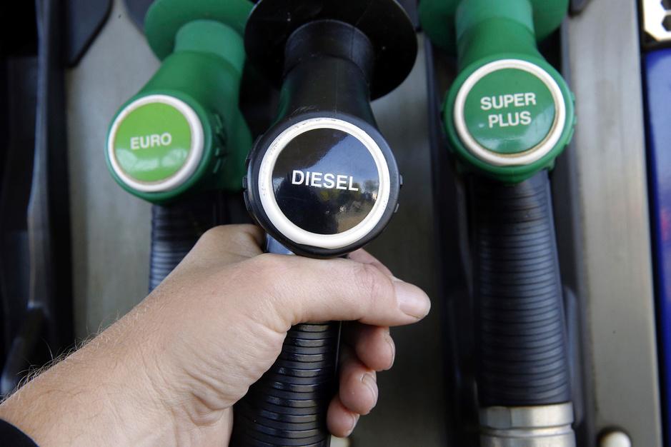 Historisch lage olieprijs: krijgen we straks geld terug als we gaan tanken?
