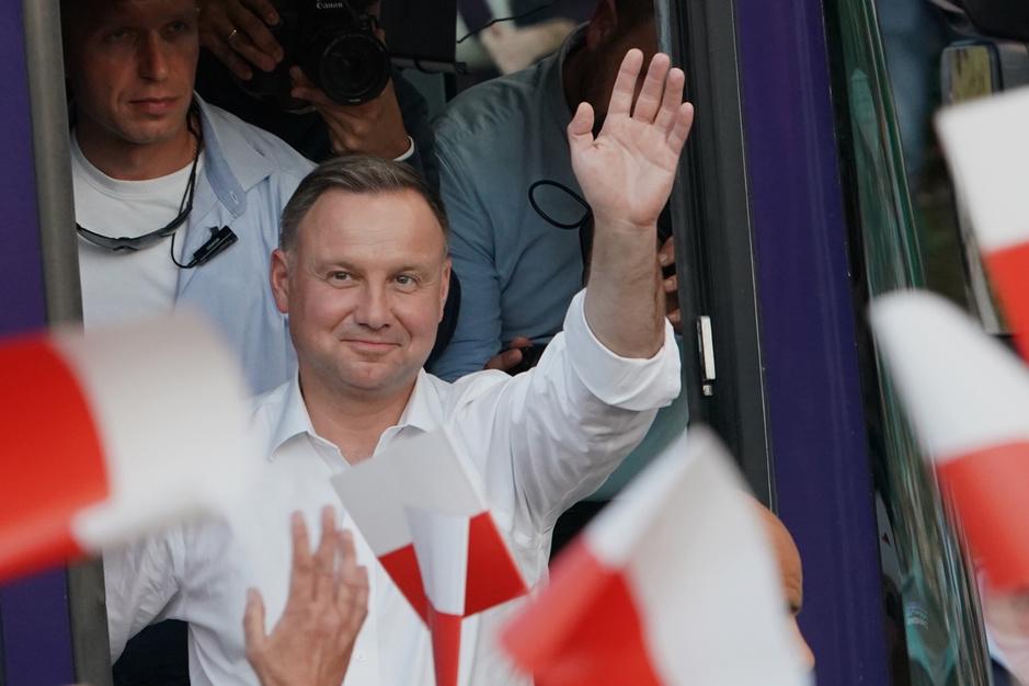 Pools president Duda krijgt tweede ambtstermijn: 'Liberale elite betaalt prijs voor haar arrogantie'