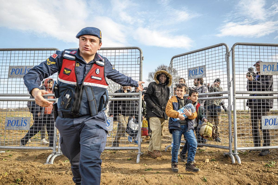 Hoe vluchtelingen als speelbal dienen van de politiek: 'Waarom haten ze ons zo?'