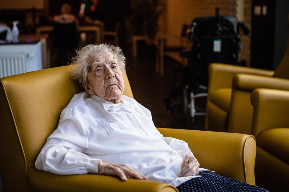 Oudste West-Vlaming Lazarie 'zuster Genoveva' Maes viert 110de verjaardag