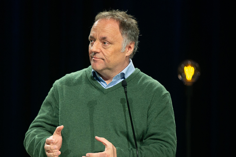 Marc Van Ranst: 'Op de bus heb ik 99,9 procent van de tijd een mondmasker aan'