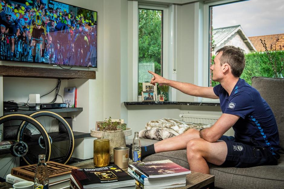 """Op de sofa bij Yves Lampaert: """"Man, man, man... Wat is die Van Aert sterk!"""""""
