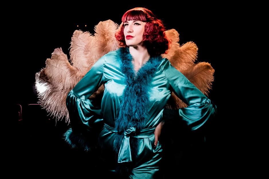 Showgirls: 'Op het podium word ik een onbereikbare godin'