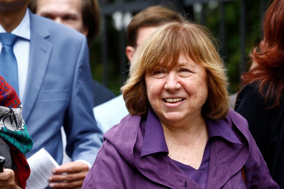Nobelprijswinnares Svetlana Aleksijevitsj over Wit-Rusland: 'Loekasjenko's tijd is definitief voorbij'