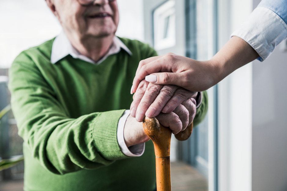 Ouderenzorg: de Vlaming gaat pas naar het rusthuis als het echt niet anders kan