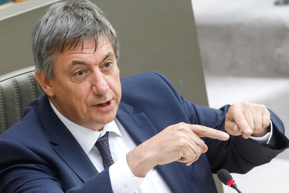 Eindsprint naar Vlaams noodfonds zet regering-Jambon onder druk