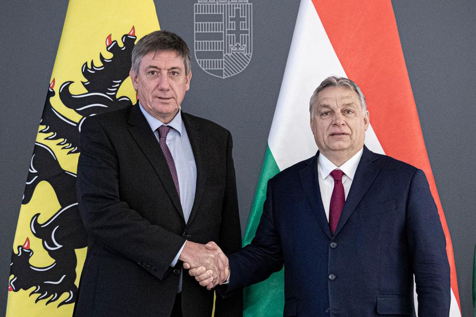 Torpedeert Viktor Orban de plannen van Jan Jambon?