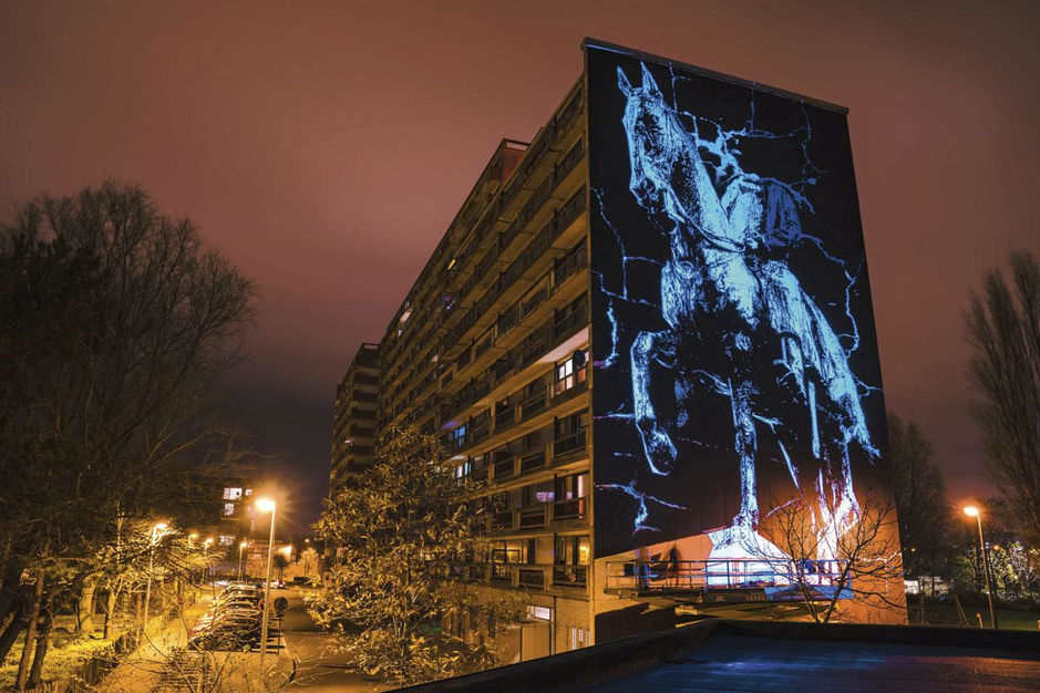 De street artist in Matthias Schoenaerts