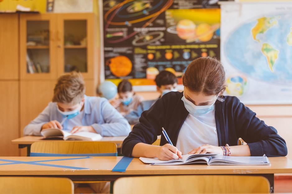 Hoe antivaxers actievoeren tegen rol van scholen in vaccinatiecampagne