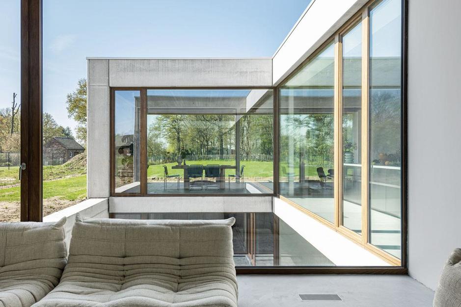 Zeg niet zomaar 'bunker' tegen deze lichtrijke villa: 'Een donker hol is het absoluut niet'