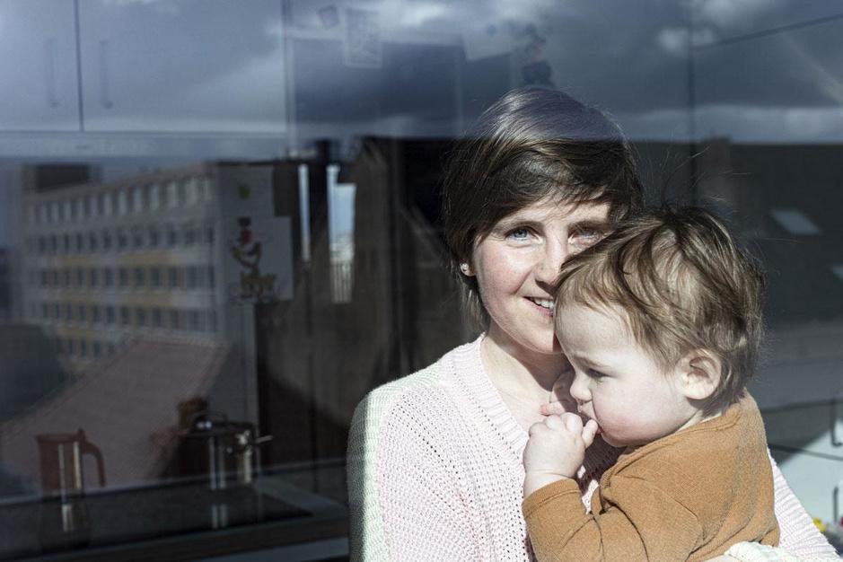 Mama worden in coronatijden: heerlijk rustig of net eenzaam?