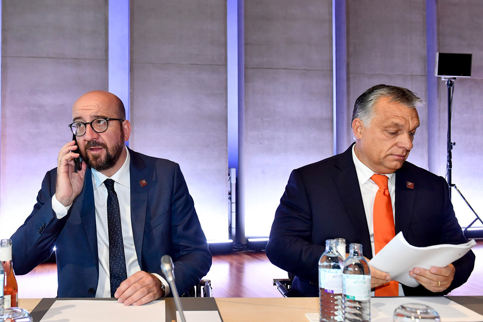 'Een historisch akkoord': hoe de Europese Unie Viktor Orbán aan de leiband wil houden