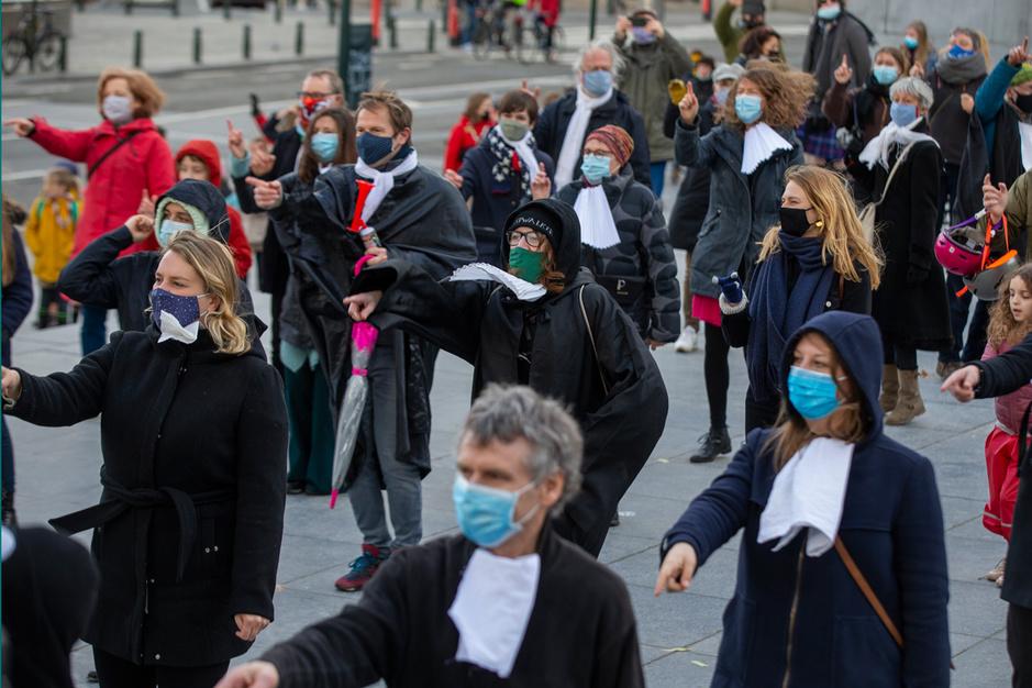 Dwingt Klimaatzaak rechters tot politiek? 'Vlaams Belang mag ook een proces starten tegen het migratiebeleid'