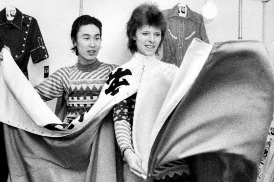 Ontwerper Kansai Yamamoto overleden: de man die van Bowie een stijlicoon maakte