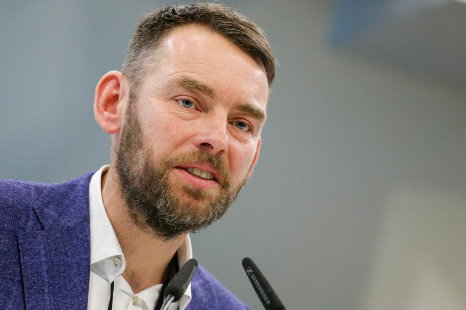 Vlaams ombudsman Bart Weekers: 'Maak van internet een basisbehoefte'