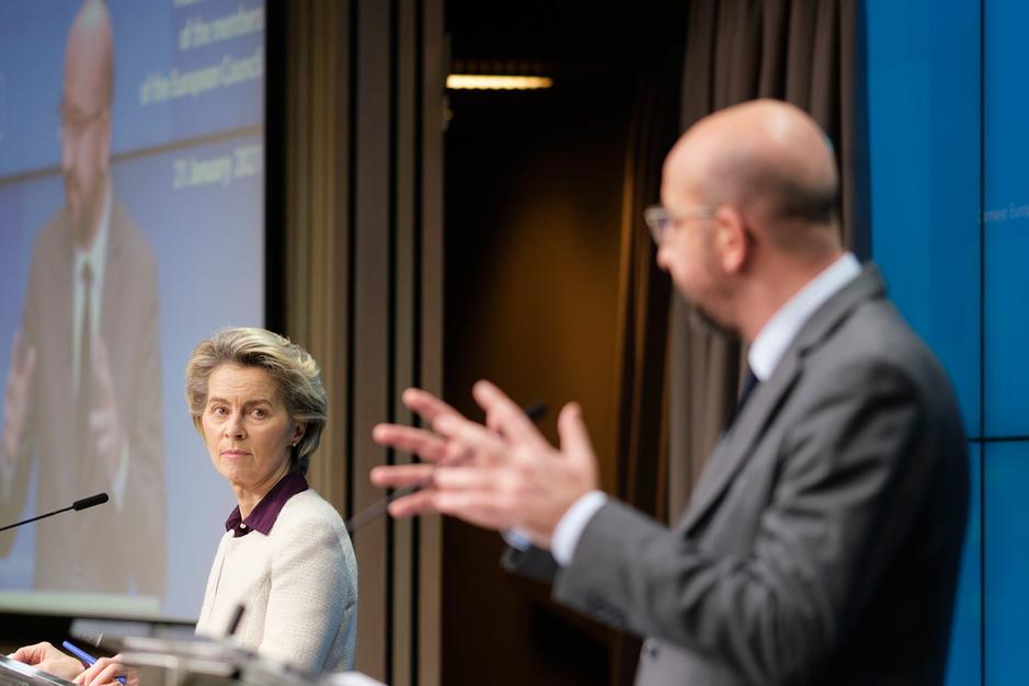 Slaat Europa tevergeefs met vuist op tafel? 'Vaccinproducenten geven voorrang aan hun eigen belangen'