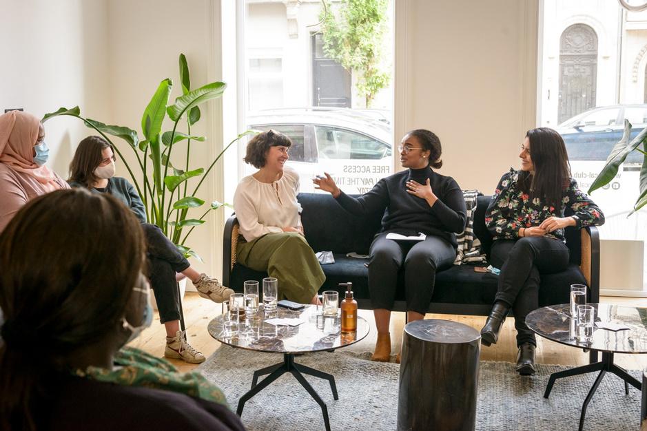 Tell Her Stories schept veilige community voor vrouwen: 'Het idee dat je niet alleen bent is empowering'