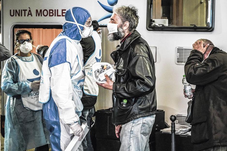 Italiaanse topdokters waarschuwen voor een strijd op leven en dood: 'Iederéén moet thuisblijven'