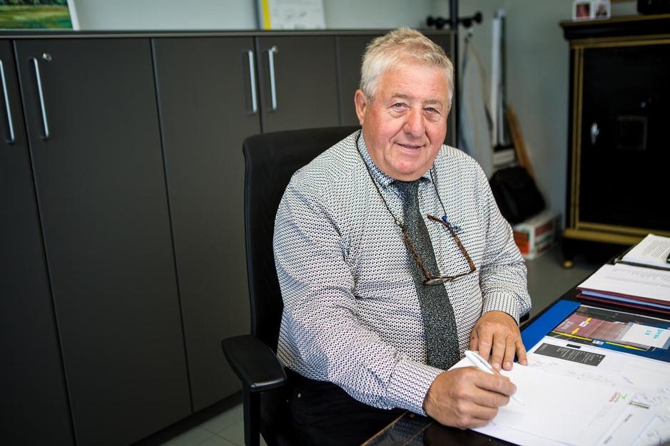 """Alain (65), burgemeester in risicogroep: """"Iedereen moet aan hetzelfde zeel trekken"""""""
