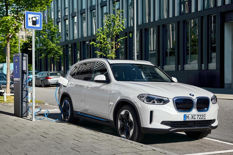 Het elektrisch tegenoffensief van Audi, BMW en Mercedes