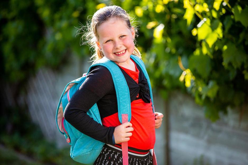 """Zij zijn klaar voor de eerste schooldag, halfweg mei: """"Mijn broer is wel jaloers, ja"""""""