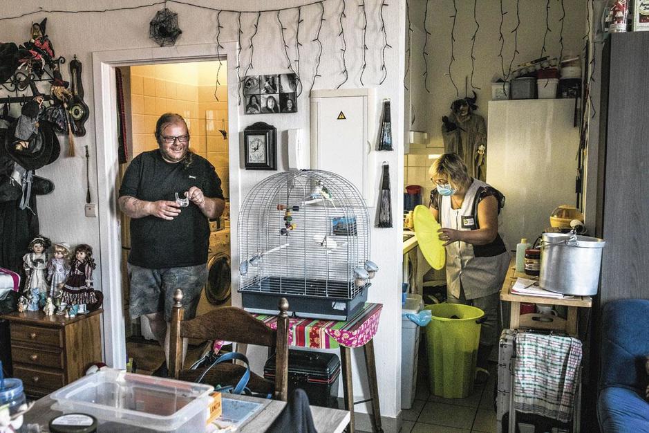 Hoe thuiszorgers de gevolgen van besparingen en wachtlijsten opvangen