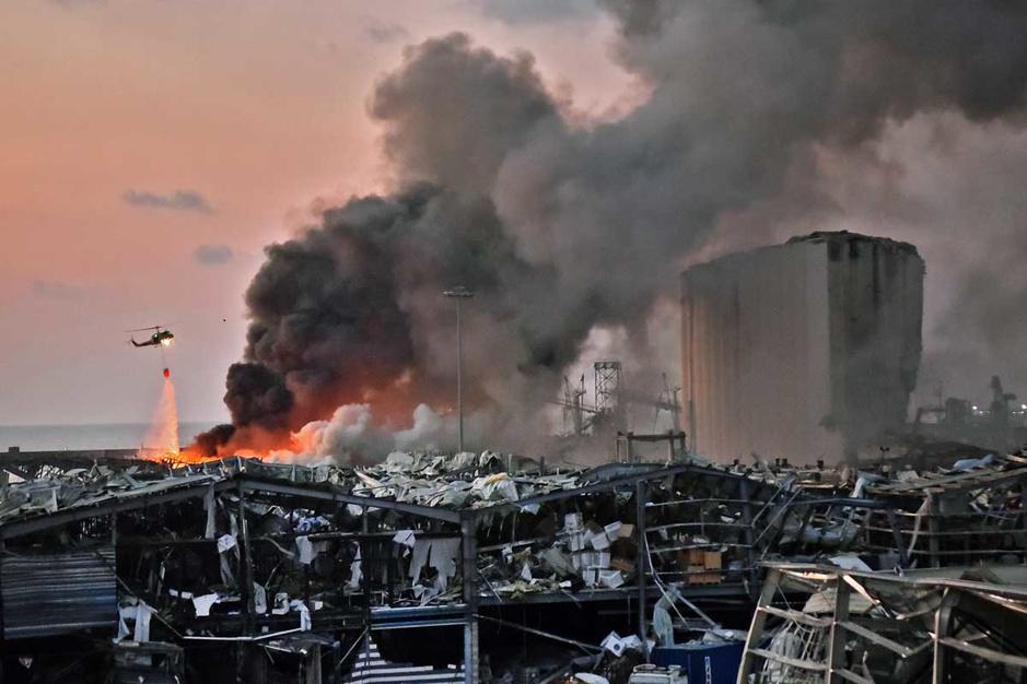 In beeld: Grote explosie richt ravage aan in Beiroet