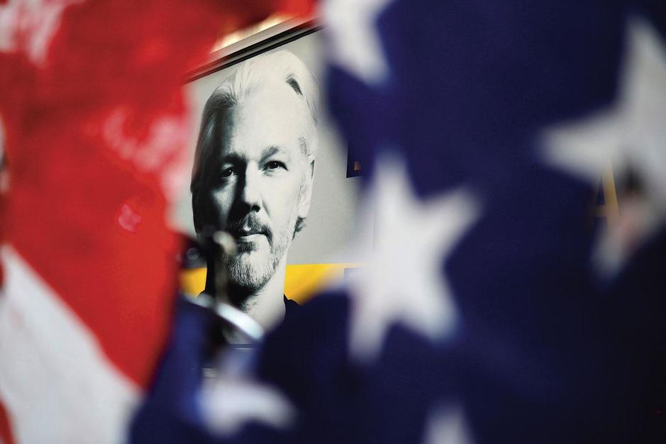 Advocaat van Julian Assange (WikiLeaks): 'Proces is afschrikmiddel tegen onderzoeksjournalisten'