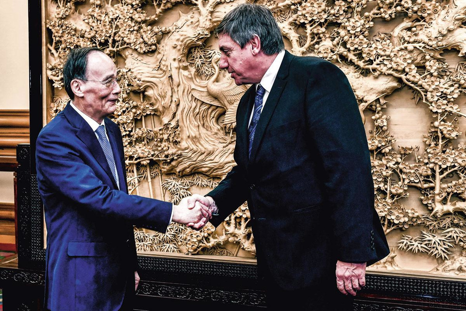 Jan Jambon (N-VA) over diplomatie: 'Brussel is nog altijd het sterkste merk'