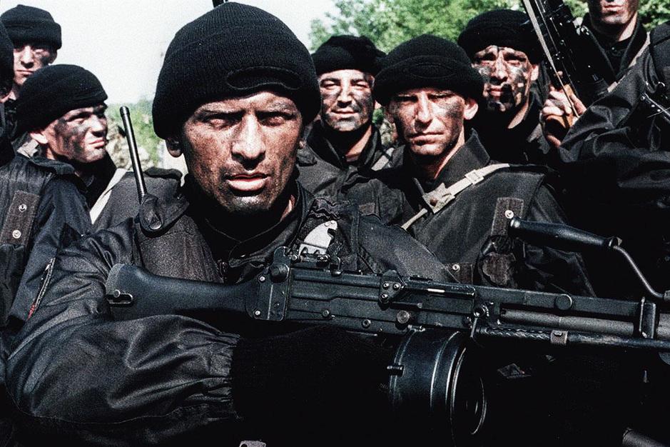 Paramilitairen: wie zijn de mannen die het vuile werk opknappen voor de staat?
