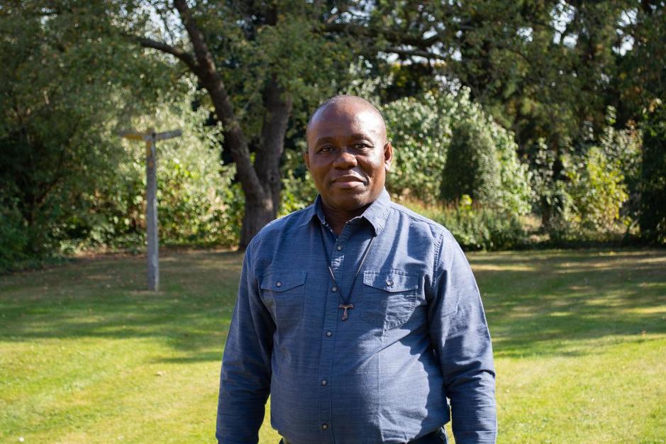 """Pastoor Sylvester Mpia Bokoma: """"De mensen op straat glimlachen hier nog"""""""